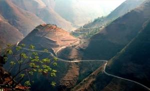 Route vers le plateau calcaire de Dông Van