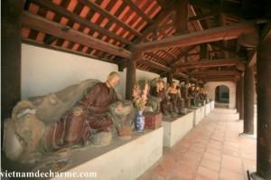 les statues de la pagode Dau