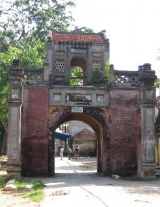 La porte du village Tho Ha