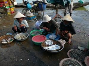 les femmes au marche de poisson