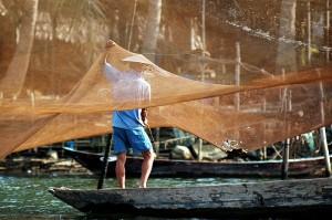 pêcher sur la rivière Thu Bon