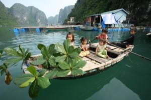Les enfants au village Cua Van