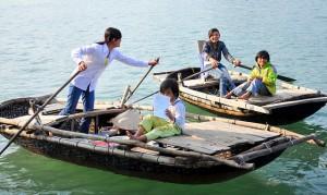 Aller a l'ecole, village Cua Van, baie d'Halong